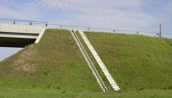 Surrantó, lépcső